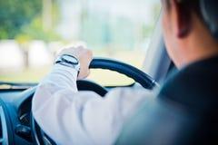 Uomo che conduce un'automobile Fotografia Stock Libera da Diritti