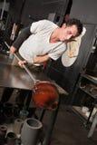 Uomo che controlla il suo vaso di vetro fotografia stock