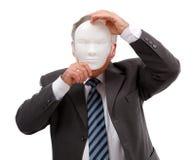Uomo che copre il suo fronte di mascherina Fotografie Stock