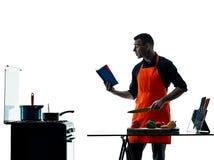 Uomo che cucina la siluetta del cuoco unico isolata Fotografie Stock Libere da Diritti