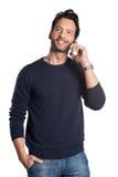 Uomo che discute a fondo telefono Fotografia Stock