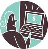 Uomo che esamina il segno del dollaro sul computer portatile Fotografia Stock Libera da Diritti