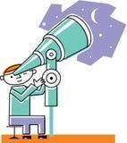 Uomo che esamina luna tramite il telescopio Immagini Stock