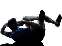 Uomo che esercita posizione di forma fisica di allenamento Immagini Stock Libere da Diritti
