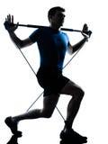 Uomo che esercita posizione di forma fisica di allenamento del gymstick Fotografie Stock Libere da Diritti