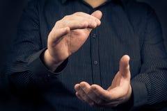 Uomo che esprime le loro mani d'applauso di apprezzamento Immagini Stock