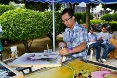 Uomo che fa batik Immagini Stock Libere da Diritti