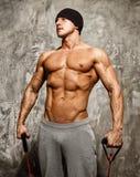 Uomo che fa esercizio di forma fisica Fotografia Stock Libera da Diritti