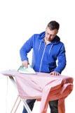 Uomo che fa lavori domestici Fotografia Stock Libera da Diritti