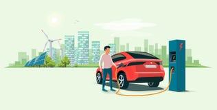 Uomo che fa pagare un'automobile elettrica Suv nella città di Eco Immagine Stock Libera da Diritti