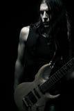 Uomo che gioca chitarra elettrica Immagine Stock