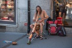 uomo che gioca con il didgeridoo Fotografia Stock Libera da Diritti