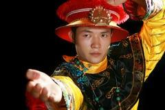 Uomo che gioca con il taekwonde fotografia stock libera da diritti