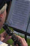 Uomo che gioca il clarinet Fotografie Stock