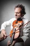 Uomo che gioca il violino Immagini Stock Libere da Diritti