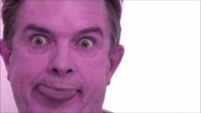 Uomo che ha una ripartizione mentale di spettro multicolore stock footage