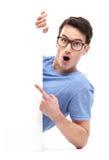 Uomo che indica al whiteboard fotografia stock libera da diritti