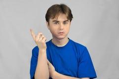 Uomo che indica dito su Fotografia Stock Libera da Diritti