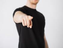 Uomo che indica il suo dito voi Immagine Stock Libera da Diritti