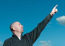 Uomo che indica in su Immagine Stock Libera da Diritti