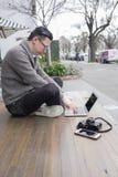 Uomo che lavora all'aperto Fotografia Stock
