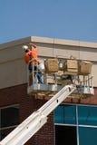 Uomo che lavora alla costruzione fotografie stock