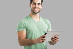 Uomo che lavora con una compressa, Fotografie Stock
