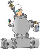 Uomo che lavora in un tubo Fotografia Stock Libera da Diritti