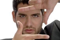Uomo che mostra gesto di mano d'inquadramento Fotografie Stock Libere da Diritti