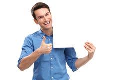 Uomo che mostra i pollici su con il bordo in bianco Fotografia Stock