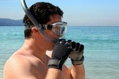 Uomo che naviga usando una presa d'aria Fotografia Stock