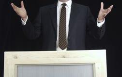 Uomo che parla alla folla Fotografia Stock