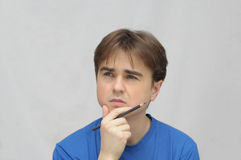 Uomo che pensa con la matita Immagine Stock Libera da Diritti