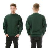 Uomo che posa con la maglietta felpata verde in bianco Fotografie Stock Libere da Diritti