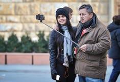 Uomo che prende un selfie a Firenze Un selfie è un auto--portrai Immagini Stock