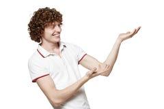 Uomo che presenta lo spazio in bianco della copia Fotografia Stock
