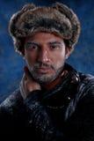 Uomo che si congela in freddo Fotografie Stock Libere da Diritti