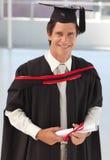 Uomo che si laurea dall'università Fotografie Stock Libere da Diritti