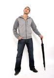 Uomo che si leva in piedi con l'ombrello Fotografia Stock