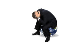 Uomo che si siede su un globo Fotografia Stock