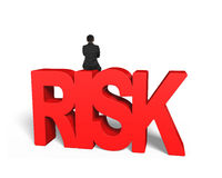 Uomo che si siede sulla parola rossa di rischio 3D Immagini Stock