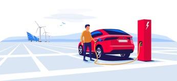 Uomo che sta e che fa pagare un'automobile elettrica Suv Fotografia Stock Libera da Diritti