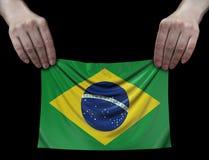 Uomo che tiene bandiera brasiliana Fotografia Stock