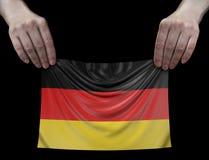 Uomo che tiene bandiera tedesca Immagine Stock