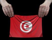 Uomo che tiene bandiera tunisina Immagini Stock Libere da Diritti