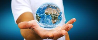 Uomo che tiene il pianeta Terra in sua mano Immagini Stock Libere da Diritti