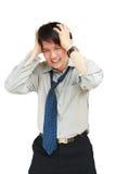 Uomo che tiene la sua testa nel dolore contro fotografia stock
