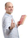 Uomo che tiene un libro inglese Fotografie Stock