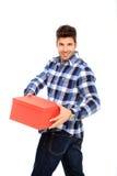 Uomo che tiene una casella Fotografia Stock Libera da Diritti