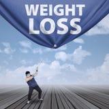 Uomo che tira l'insegna 1 di perdita di peso Fotografia Stock Libera da Diritti